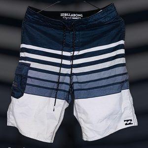 Billabong Men's Hybrid Board Shorts - Size 28
